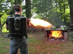 Lance-flammes sur barbecue
